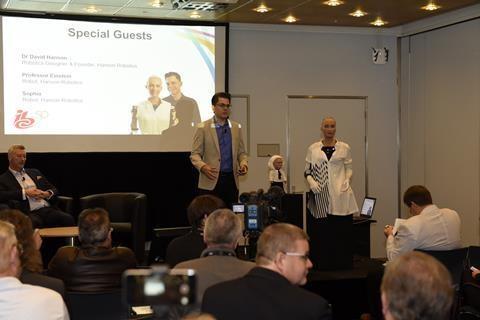 170915 - Robot Sofia e Prof Eistein no IBC